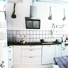 Stickers fra Tile Junkie pryder i køkkenet hos blogger Malene Marie Møller