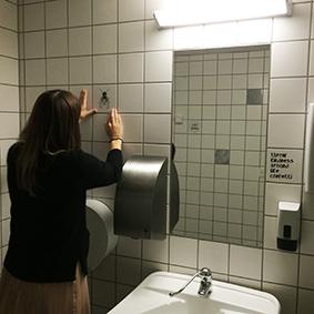 Godsbanen i Aarhus har fået pyntet deres toiletter med flise stickers fra Tile Junkie.